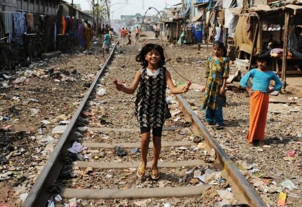 INDIA-ARTS-CINEMA-SLUMDOG-CHILD